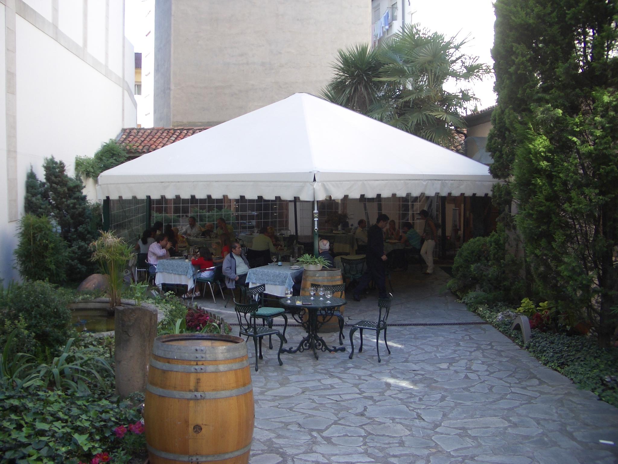 Cenador 4 aguas venta de cenadores toldos barry for Proveedor de toldos