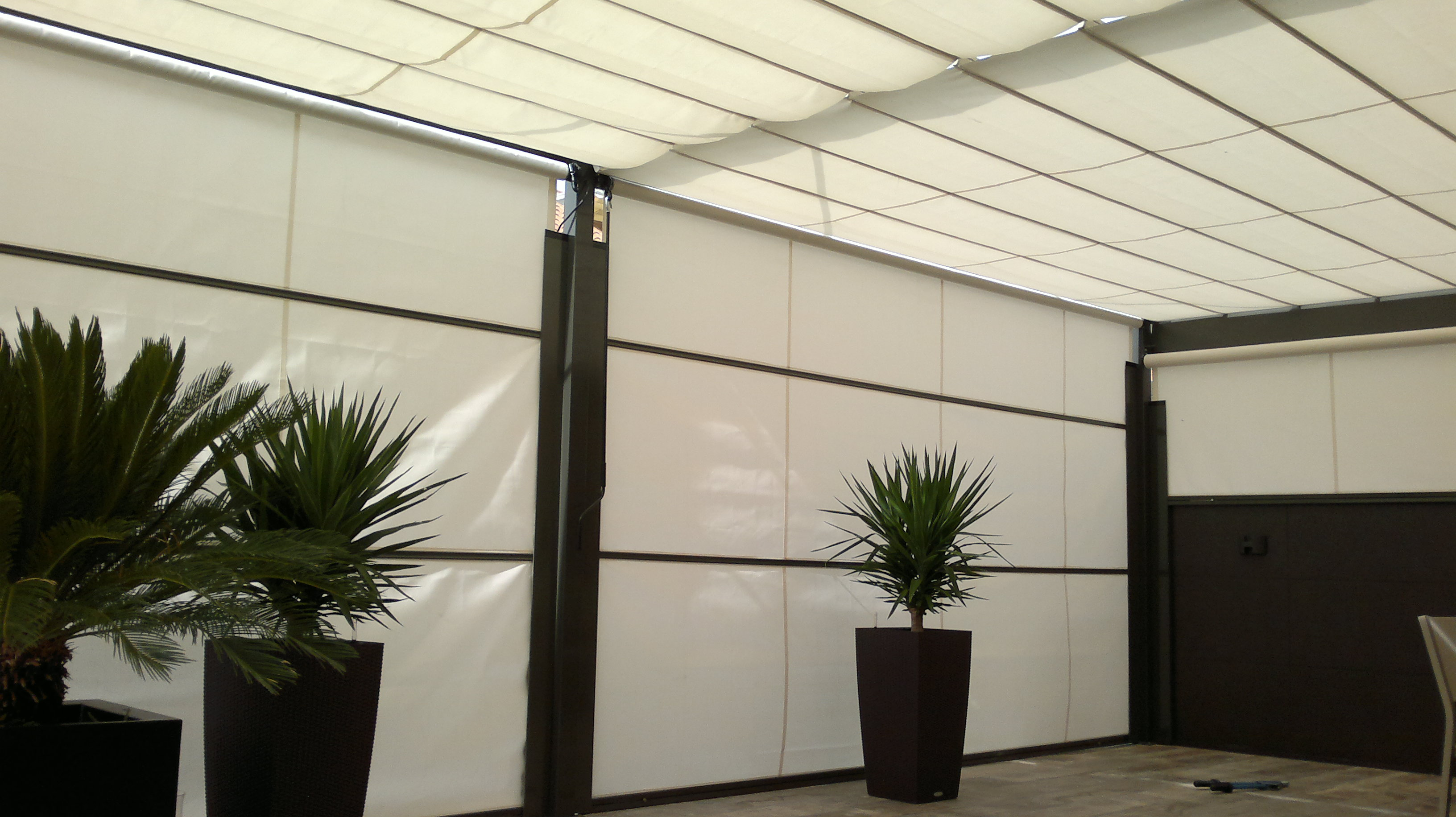 Toldos para jard n fabricantes en asturias toldos barry for Guias para toldos verticales